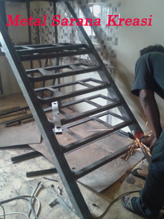 kontruksi tangga besi minimalis 2020